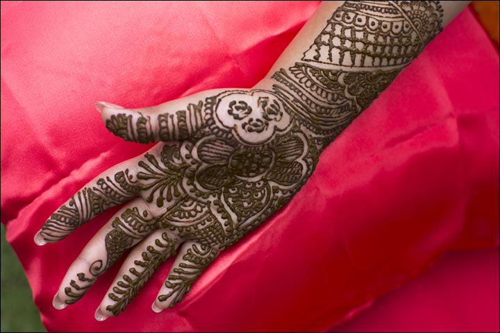 85b78d6b6c3ee 50 Indian Mehndi Designs That Are Beautifully Traditional