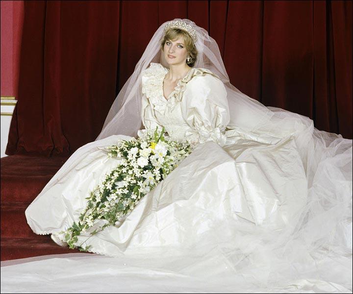 Princess diana 39 s wedding dress the original the inspired for Wedding dress display at home