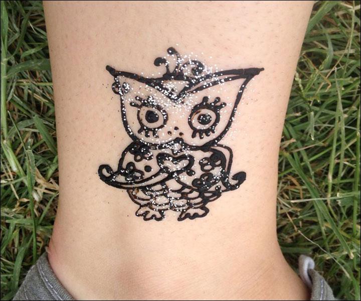 Small Mehndi Designs - owl motif
