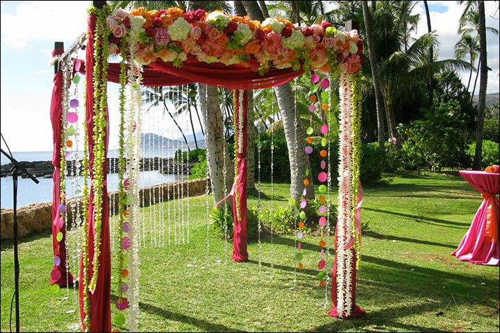 Wedding arch decorations 25 stunning ideas youll fall in love wedding arch decorations lawn wedding arch junglespirit Images