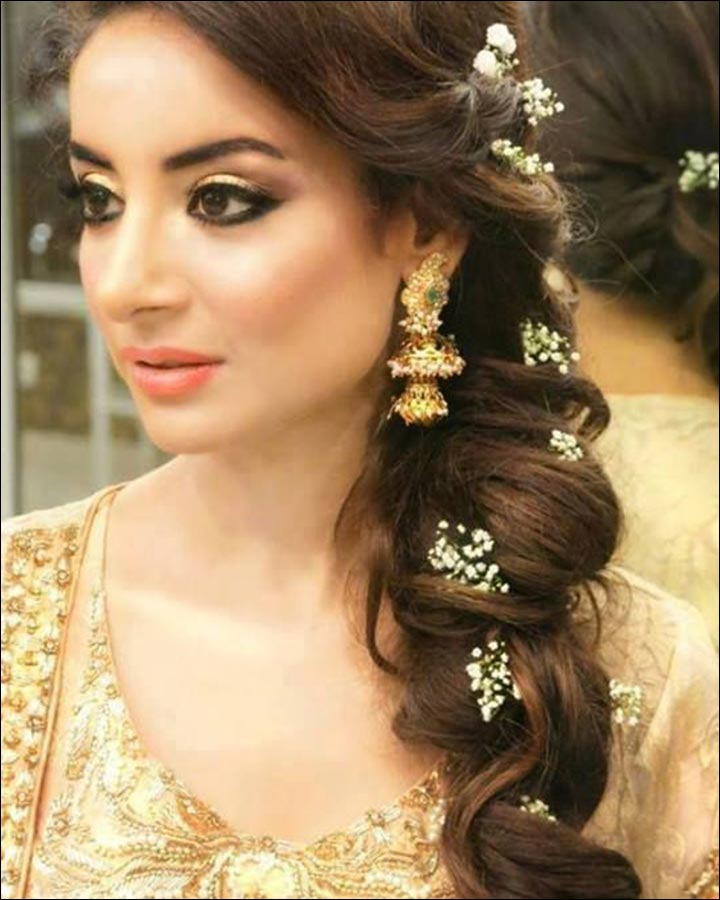 Hindu bridal hairstyles 14 safe hairdos for the modern day bride hindu bridal hairstyles loose side braid junglespirit Images