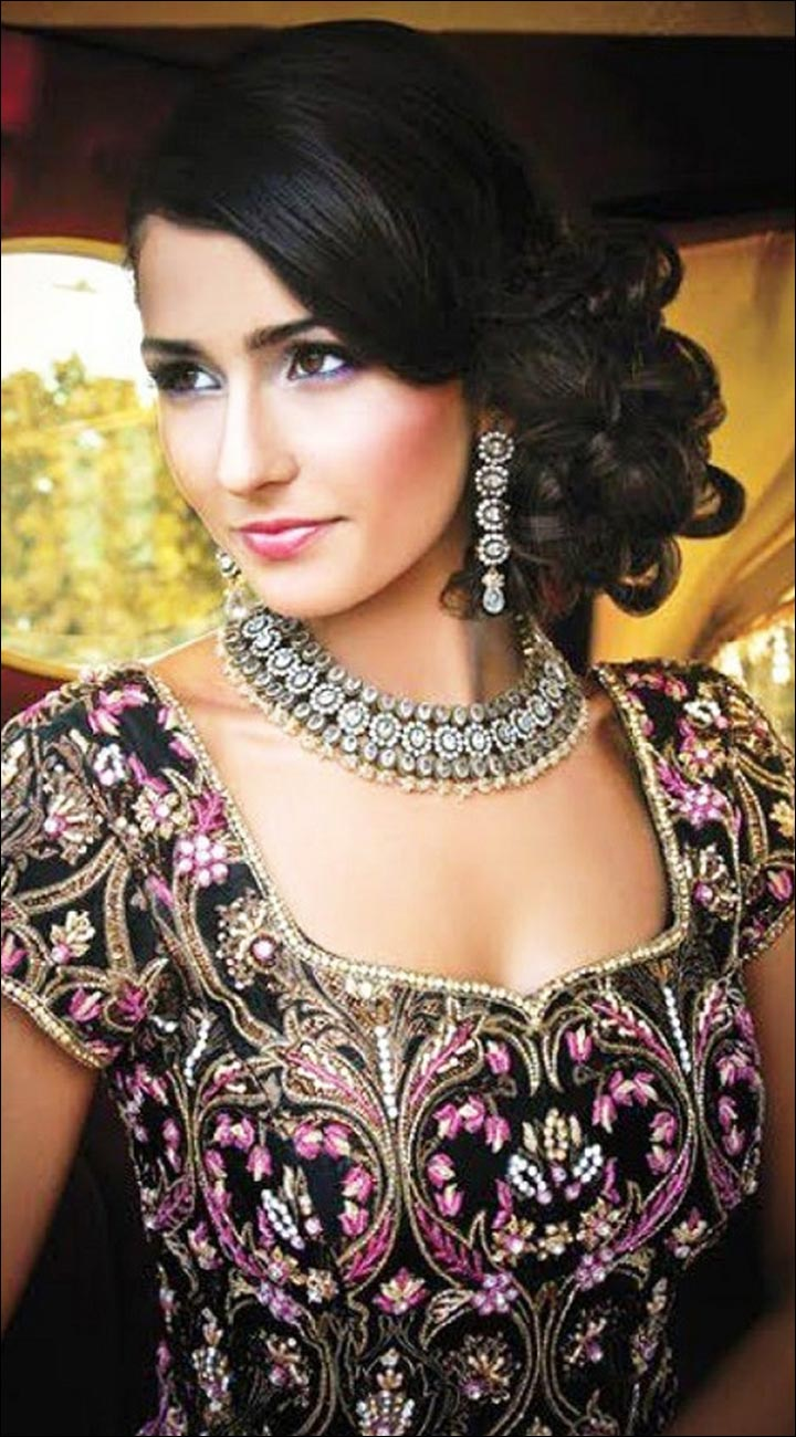 Hindu Bridal Hairstyles - The Side Bun