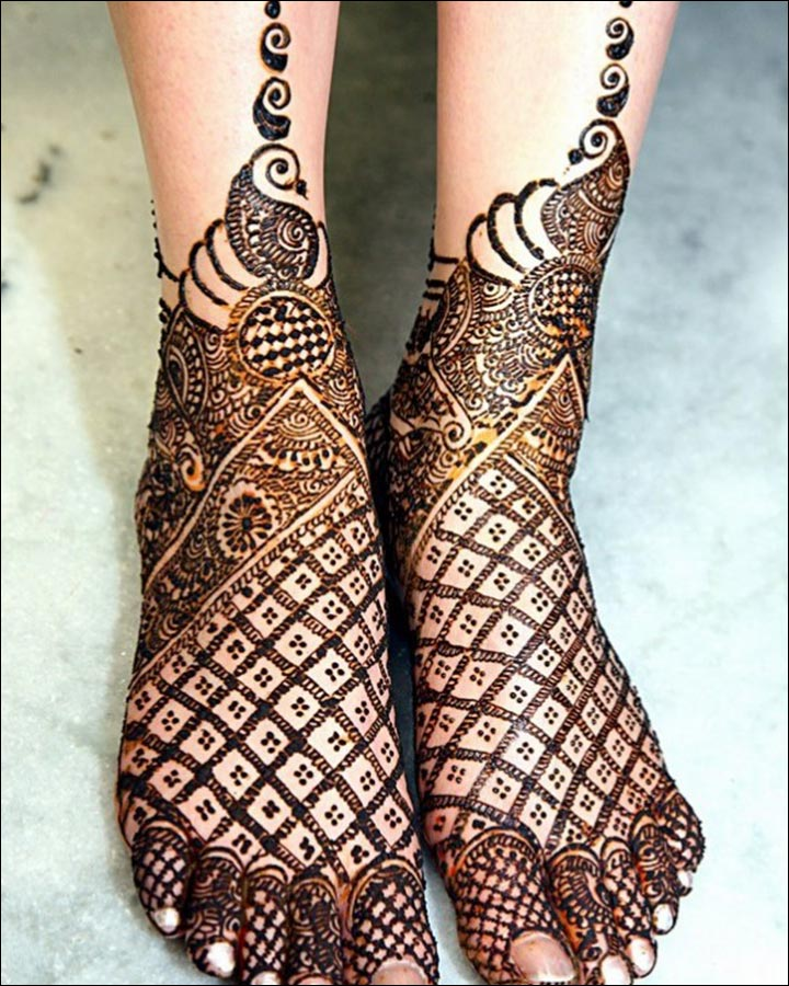 Pakistani Mehndi Designs - The World At My Feet!