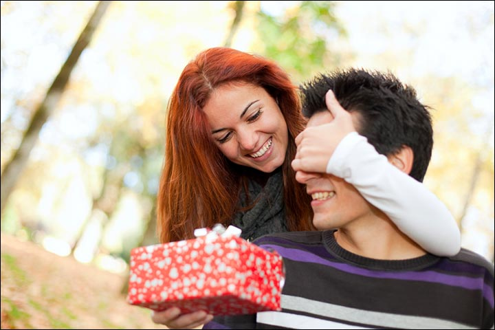 Signs Of True Love From A Woman - She Loves To Pamper You With Gifts