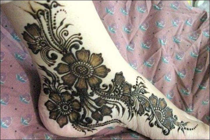 Side-Slanting-Foot-Mehndi-Design-