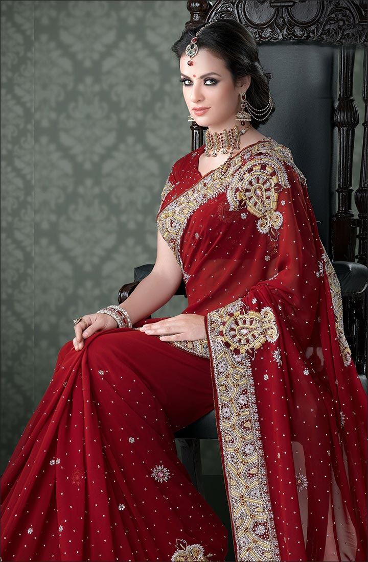 How To Drape A Saree To Look Slim - Go For Dark Colours Or Solid Shades Of Bridal Wear