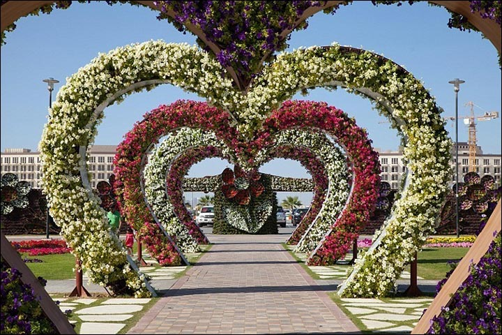 Wedding house decoration done right 15 ideas from quaint to cutesy heart shaped arch wedding house decoration junglespirit