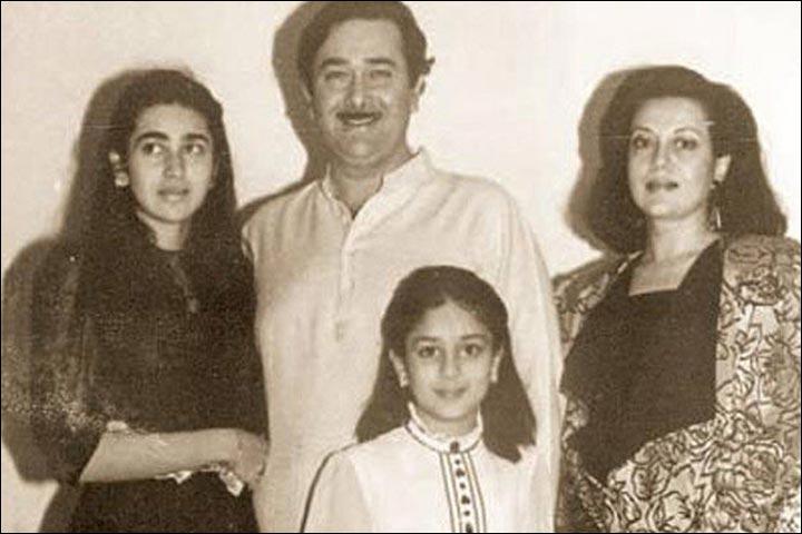 Randhir Kapoor's Marriage - Randhir And Babita With Karishma And Kareena In 1987