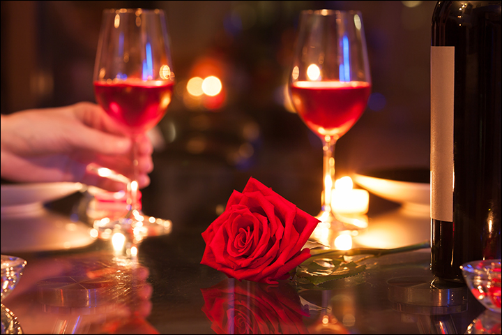 A-Romantic-Candle-Light-Dinner-new year gifts for girlfriend